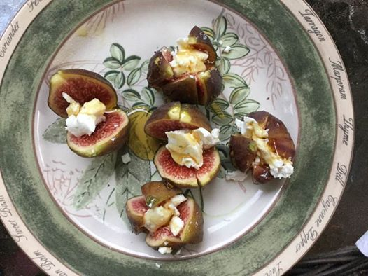 fresh-figs-with-goat-cheese