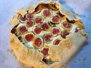 fig tart unbaked with sugar