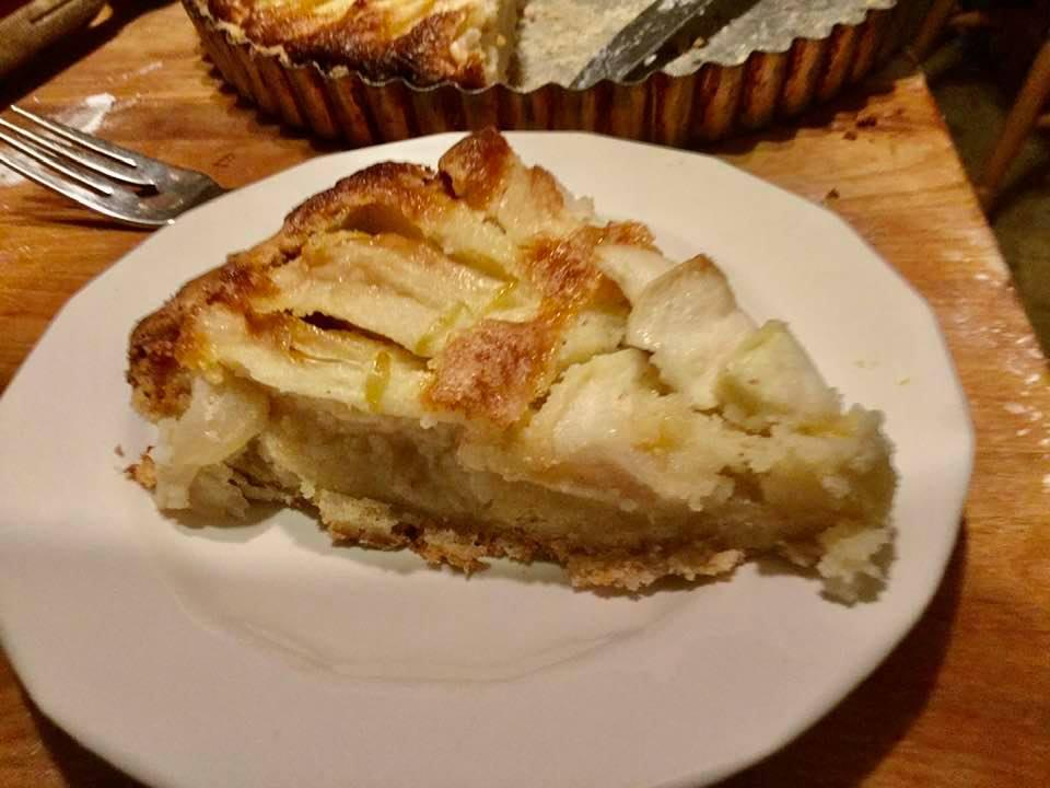apple frang tart slice