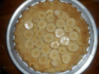 This is an old shot from last time I made it; slightly different crust but I wanted you to get the idea of the sliced bananas.