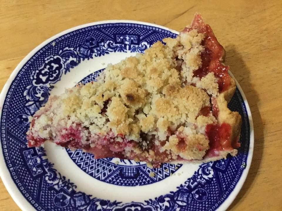 apple cranberry crumb pie slice